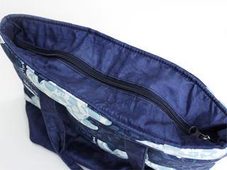 フララニ(Hula Lani)ランチトートバッグ ホヌハワイアンモチーフ ネイビー