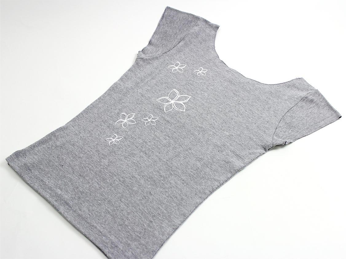 ララフラ カットオフストレッチTシャツ モンステラ&プルメリア グレー