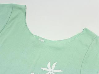 ララフラ カットオフストレッチTシャツ モンステラ&プルメリア シャーベットグリーン
