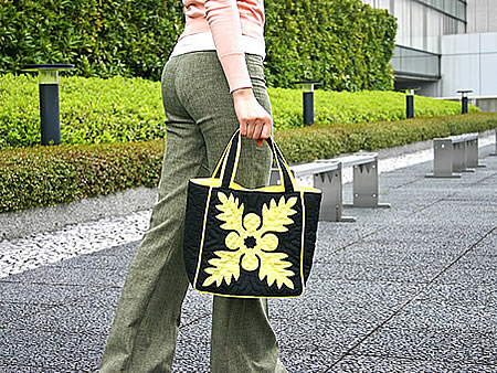 ハワイアンキルト トートバッグXSサイズの手持ちイメージ