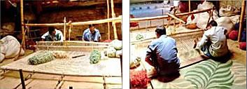 平織りの制作場面